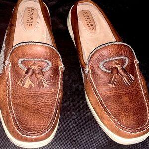 Sperry laceless slip on boat shoe